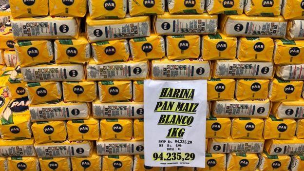 Paquetes de Harina Pan.