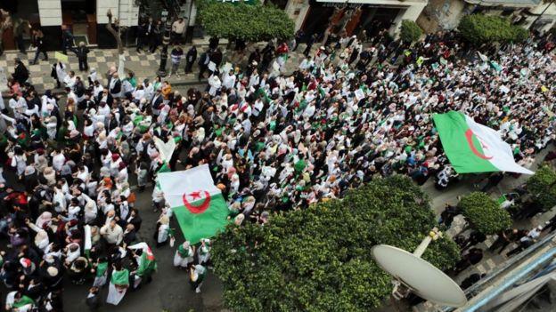 """L'un de leurs nouveaux slogans est : """"Nous voulions des élections sans Bouteflika, on nous a donné Bouteflika sans élections."""""""