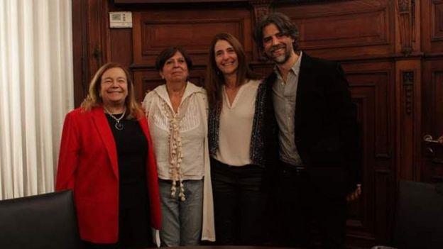 Olga Díaz con sus abogados Raquel Asencio y Mariano Valle, y la Defensora General de la Nación Estella Maris Martínez