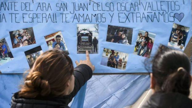 cartaz feito por familiares dos marinheiros