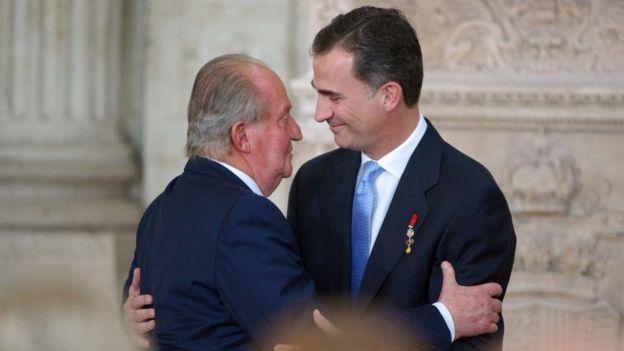 Juan Carlos I y su hijo, el rey Felipe VI.