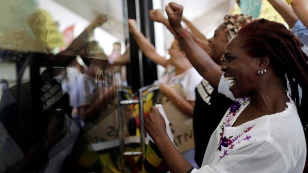 Manifestantes protestam contra declarações que minimizam o racismo no Brasil proferidas pelo presidente da Fundação Palmares em 28 de novembro de 2019.