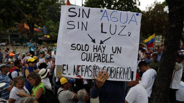 Protesta en contra de los apagones