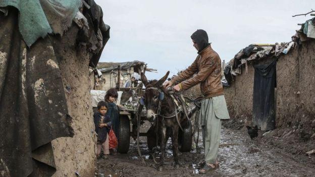 Família de imigrantes afegãos