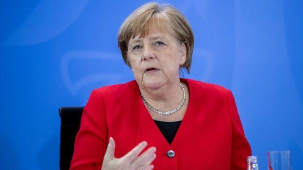 Angela Merkel em entrevista a jornalistas em 6 de maio de 2020