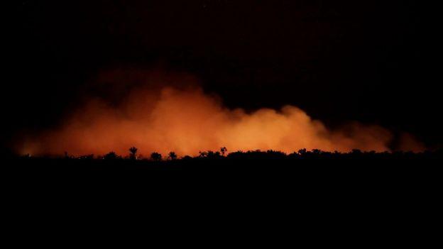 Incêndio na floresta amazônica na região de Porto Velho