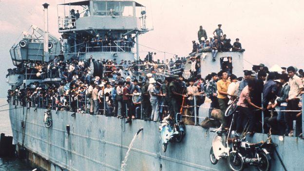 Tàu HQ-504 chở 7000 người trốn thoát khỏi Đà Nẵng và Huế từ Cam Ranh về đến Vũng Tàu 03/04/1975