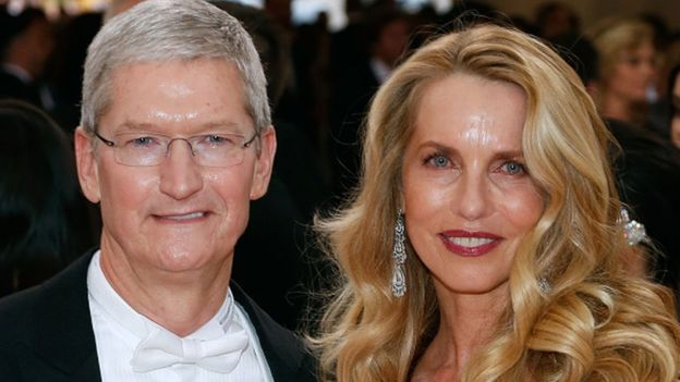 Laurene Powell Jobs y Tim Cook