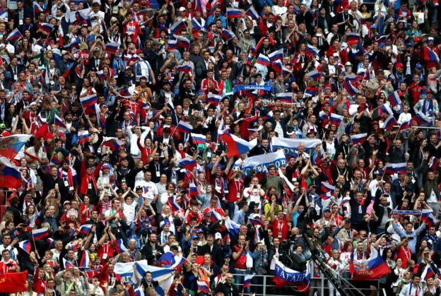 Delirio en la gradas del estadio Luzhnki de Moscú.