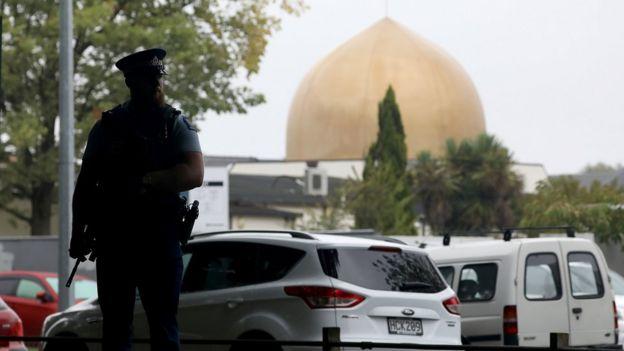 Полицейский у мечети