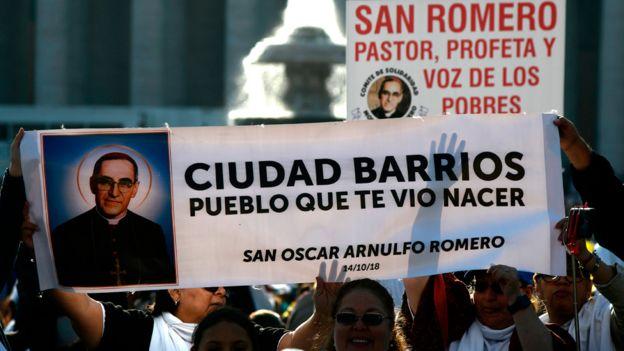 Feligreses en la Plaza San Pedro