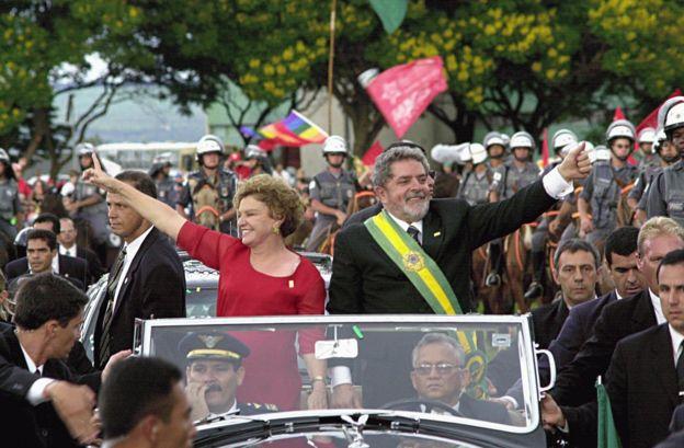 Lula e Marisa Letícia na posse presidencial, em 2003