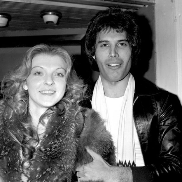 Mary Austin y Freddie Mercury en 1977