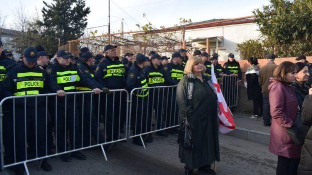 Поліція неподалік від інавгурації перекриває дорогу учасникам акції протесту