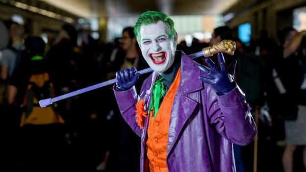 Filme yüz boyası ve kostümlerle gitmek yasaklandı