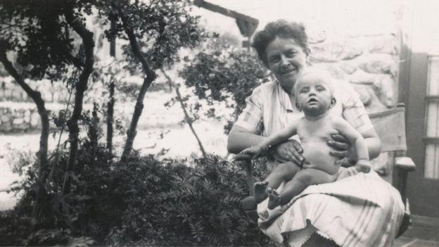 Diamond, ainda bebê, com a mãe