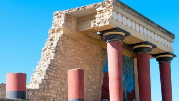 Columnas y restos del palacio de Cnosos en Creta