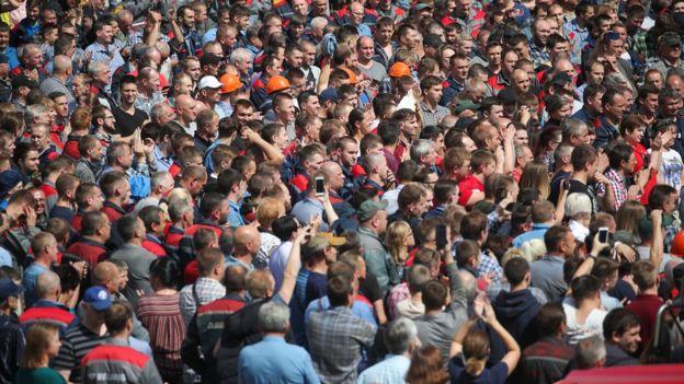 Workers go on strike Minsk Tractor Works.