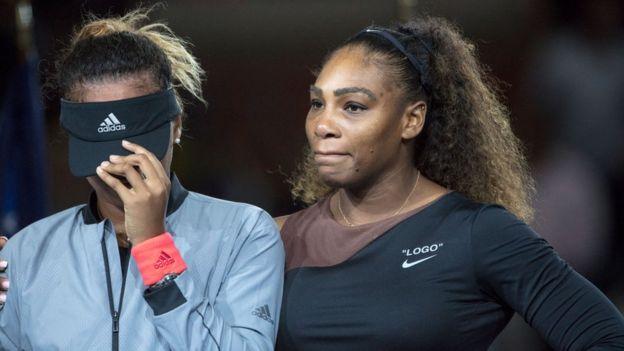 Naomie Osaka, huée par les fans de Serena williams, en pleurs, voit sa victoire éclipsée par un match chargé de tension.