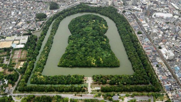 Daisen Kofun, o maior túmulo antigo do Japão, forma o desenho de uma fechadura, visto do alto
