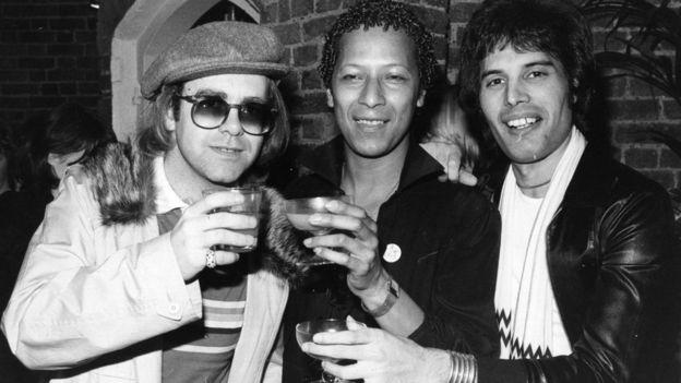 Elton John (izquierda) y Freddie Mercury (derecha)