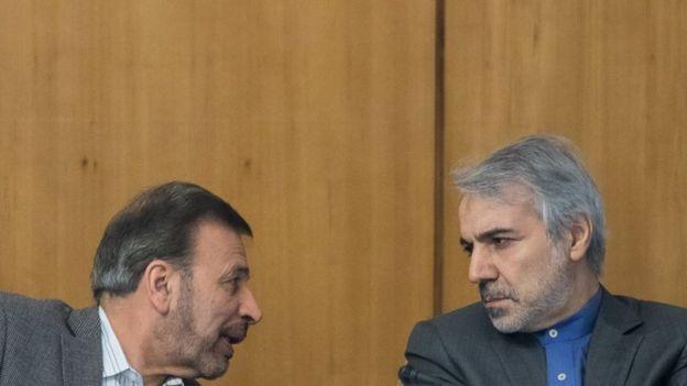 محمود واعظی (چپ) اظهارات محمدباقر نوبخت درباره استعفای خودش را تکذیب کرده است