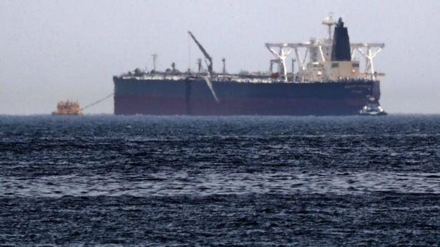 صور لرادار فنلندي تؤكد تسرب النفط من الناقلة التي تعرضت للـ