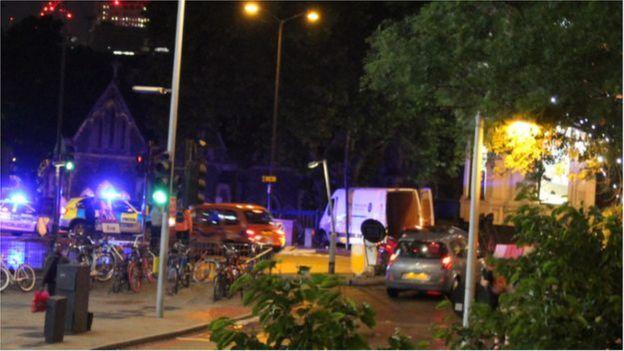 A van branca que foi usada no ataque