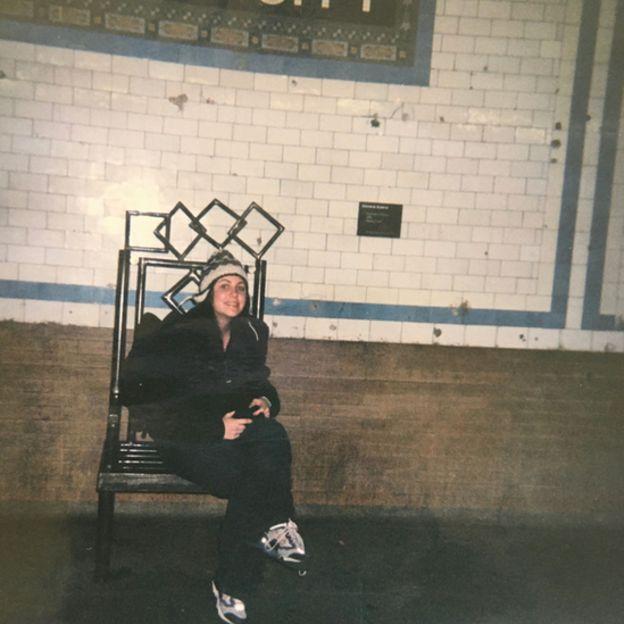 Jessica Hindman en el metro de Nueva York.