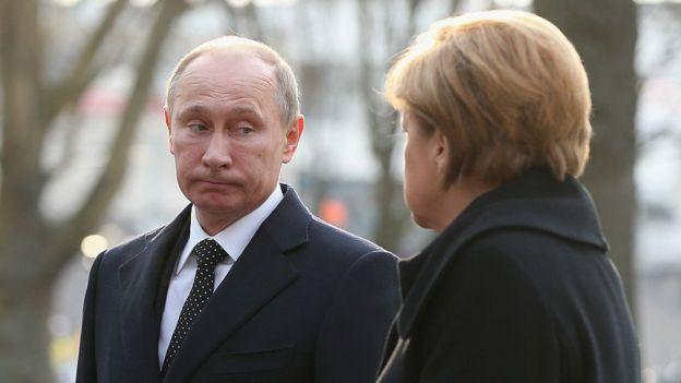 الرئيس الروسي فلاديمير بوتين والمستشارة الألمانية أنغيلا ميركل، في ألمانيا، 8 نيسان/ أبريل 2013
