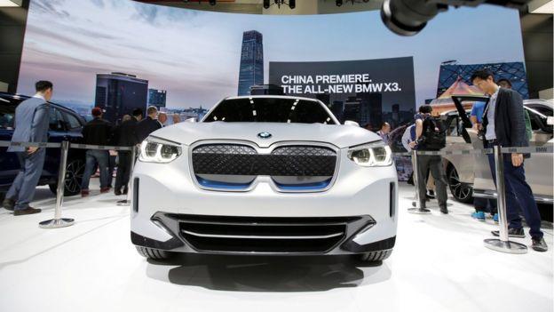 汽車製造商寶馬早前宣佈,中方容許它增持在中國的合資公司華晨寶馬的股權至75%,但外國公司在中國投資仍然面對許多限制。