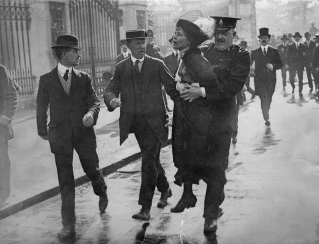 Emmeline Pankhurst, arrestada durante una marcha en Londres en 1914