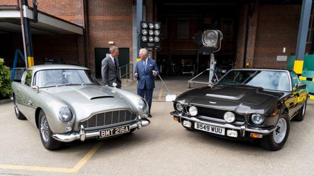 Daniel Craig showing Prince Charles around the James Bond set