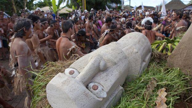 Моаи во время религиозного фестиваля
