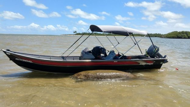 Barco acompanha Astro