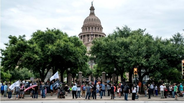 People protest against mandates to wear masks amid the coronavirus outbreak in Austin, Texas, 28 June 2020