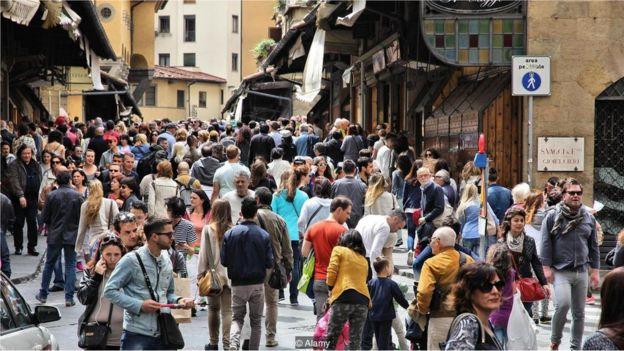 Turistas em Florença, na Itália