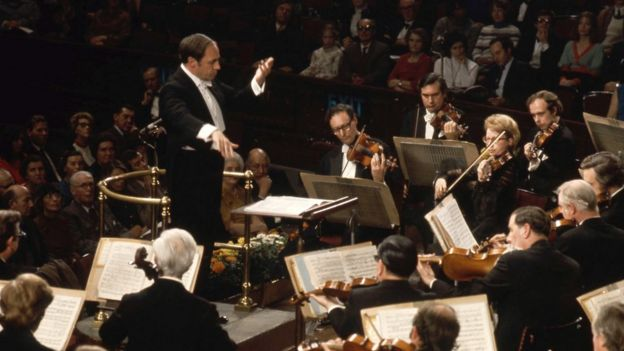 Composer Pierre Boulez dies at 90 - BBC News