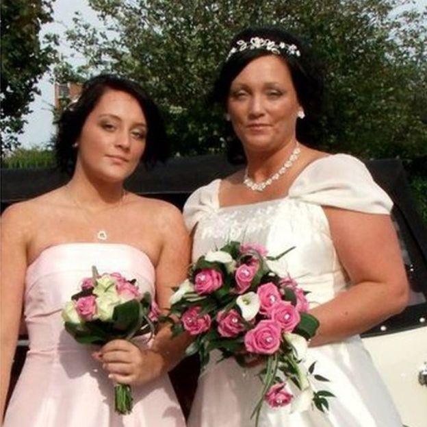 Emma-Jayne Magson el día de la boda de su madre