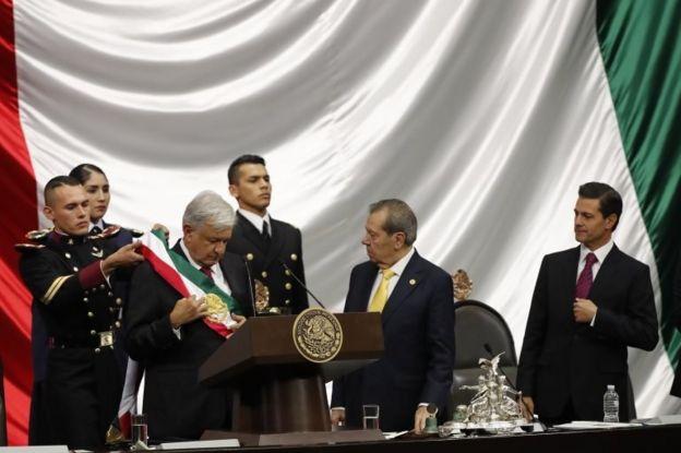 Pues ya hay nuevo presidente en México _104580498_4b32cd0a-8266-4e44-a93b-3c8a6d23d4f7