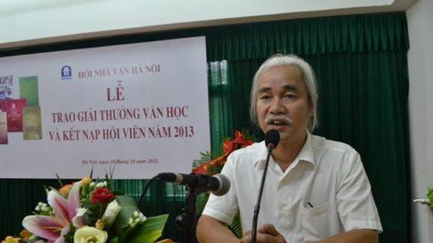 Ông Phạm Xuân Nguyên phát biểu tại Lễ trao Giải thưởng Văn học của Hội Nhà văn Hà Nội năm 2013