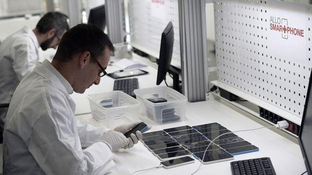 Empresa de reparación de iPhones no oficial en Francia