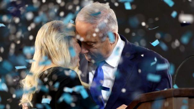 Нетаньяху с женой после выборов
