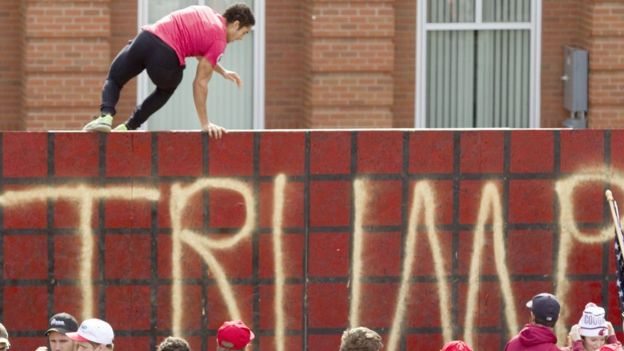Muro de protesto contra as propostas de Trump