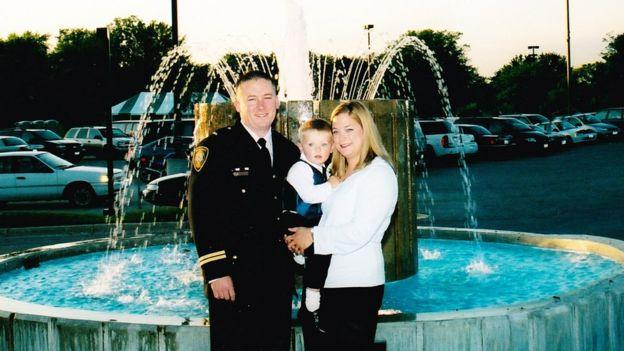 Chris Prochut, a esposa e o filho