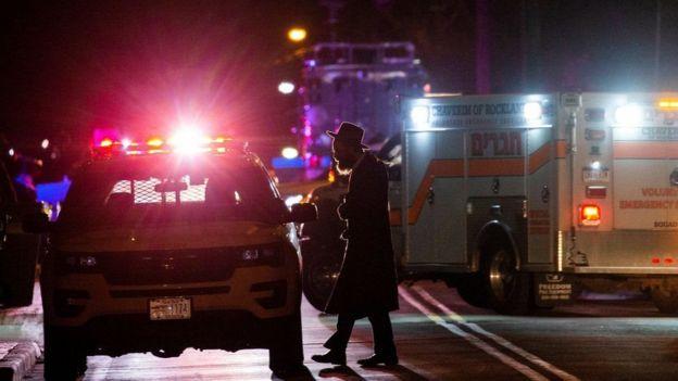 Полиция оцепила район рядом с синагогой