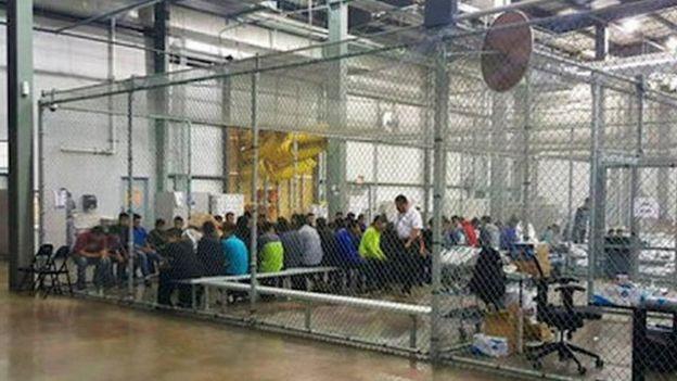 Centro de acogida de inmigrantes en la frontera con Estados Unidos.
