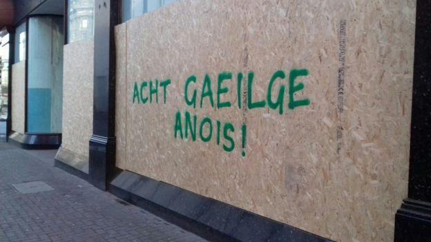 Graffiti in Belfast calling for an Irish language act