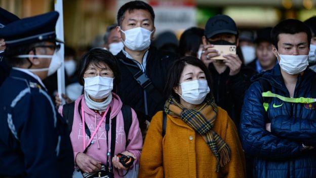 Люди в масках в Токио