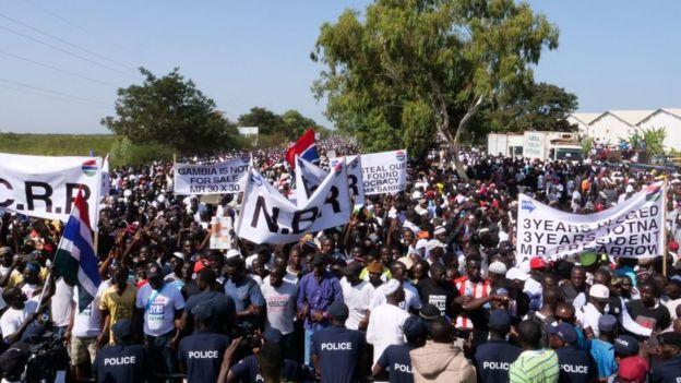 Les manifestants lors de leur sortie le 16 décembre 2019 à Banjul, la capitale.